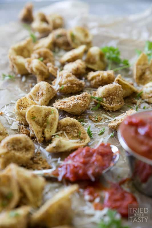 Baked Italian Tortellini // These little morsels of deliciousness are perfect dunked in marinara. A great appetizer before your favorite Italian meal that everyone will fall in love with at first bite! | Tried and Tasty