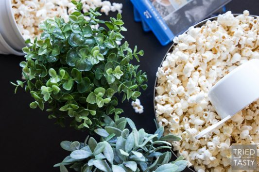 Coconut Oil Popcorn // Do you know how many chemicals there are in microwave popcorn? Too many to count. Make this healthy alternative using coconut oil! Great for your next movie night and ready in a matter of minutes. Head over for step-by-step photos of the whole process!   Tried and Tasty