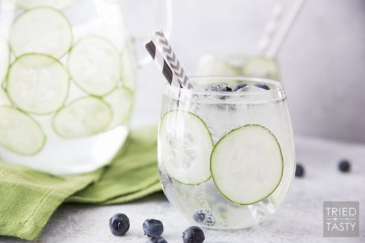 Sparkling Cucumber Blueberry Spa Water // This refreshing 3-ingredient spritzer will transport you to a place of relaxation. This energizing drink is the perfect thirst quencher!   Tried and Tasty
