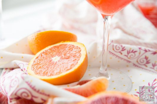 Triple Citrus Virgin Mimosa // If you're looking for a morning cocktail that's family friendly you've come to the right place. Adults and kids alike will love this - and as a bonus there's no refined sugar added! This mimosa is 100% natural!   Tried and Tasty